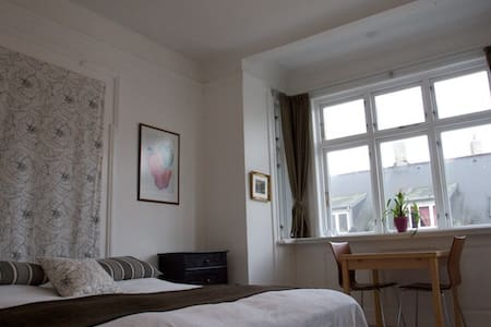 Bright room in the city center - Aarhus - Apartment