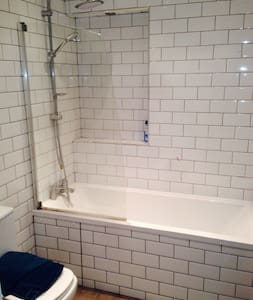 Newly refurbished ground floor conversion - Apartment