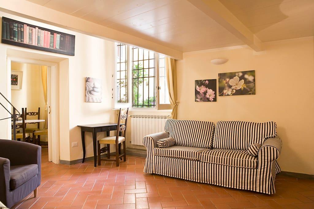 Corte segreta - living room with sofa bed