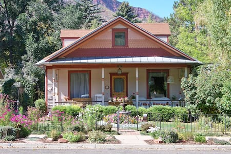 Historic Home built in 1914 - 915 Colorado Ave - Glenwood Springs - 獨棟