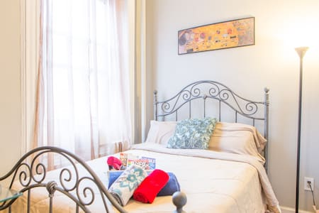 Super Cute Room in Hell's Kitchen!