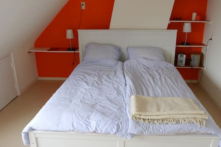 Room&private shower, near station - Alphen aan den Rijn