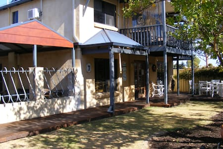 Observatory Guesthouse - Busselton - Bed & Breakfast