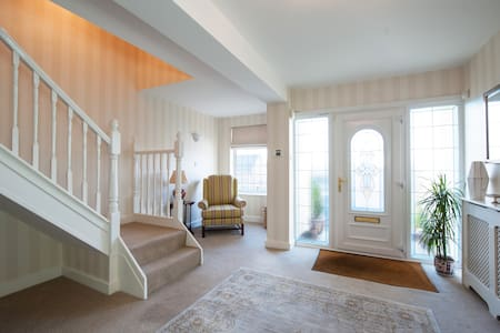 A delightful superking ensuite room - House