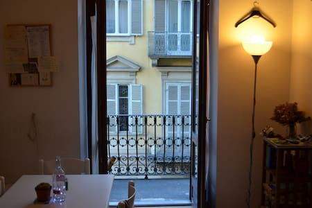 Wide room in shared flat, historical center - Torino - Huoneisto