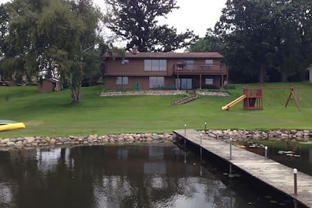 Ryder Cup 5 miles to your Lake home - Victoria - Casa