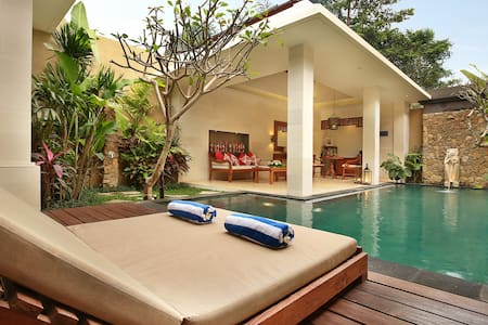 Lovely Romantic Getaway Ubud - Villa