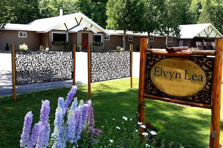 #4 Queen & Double Bunks Elvyn Lea Lodge Walloon Lk - Overig