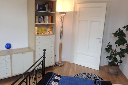 Schönes Altbauzimmer im Westend - Wiesbaden - Apartment