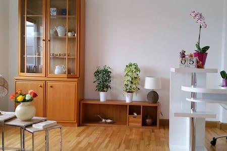 2 helle & geräumige Zimmer mit tollem Ausblick - Ansbach - Huoneisto