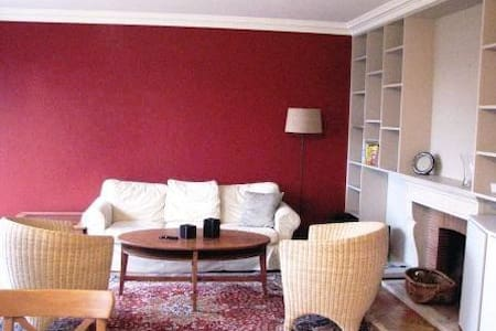 Sunny, spacious appartment. - Woluwe-Saint-Pierre