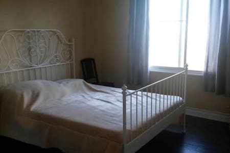 Spacious Bedroom and private bathroom. - Alhambra - Condominium