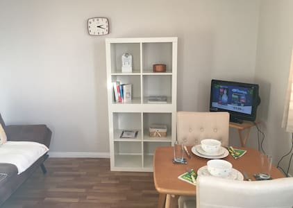 Bright 1 Bed Apt with parking! - Belfast - Appartement