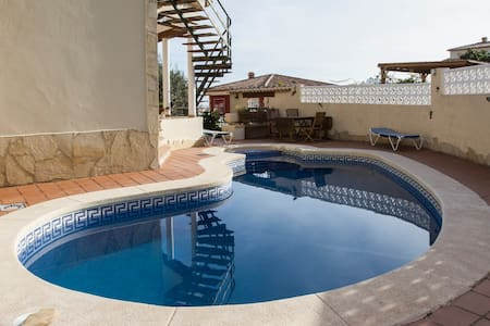 Villa with bar, pool and garden. - Calp