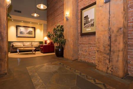 Luxury Belltown Studio-Loft - Walk Score 96 - Seattle - Condominium