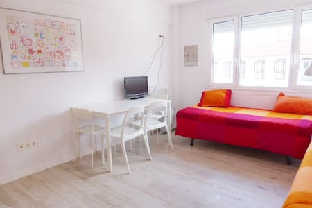 GLAD, BRIGHT, CENTRALLY SITUATED - Apartment