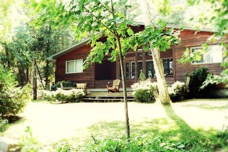 Cottage on Lake Simcoe, Ontario - Blockhütte