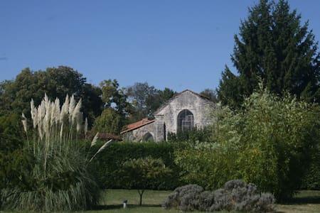 Cosy, spacious Charentais bungalow - Ev