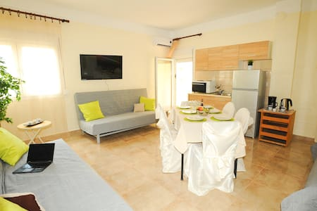 LUX APART GREECE Agia Triada - 99 m from the sea! - Wohnung