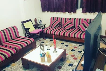 Private central cozy room in hamra - Byt