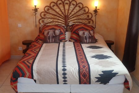 chambre elephant - Bed & Breakfast