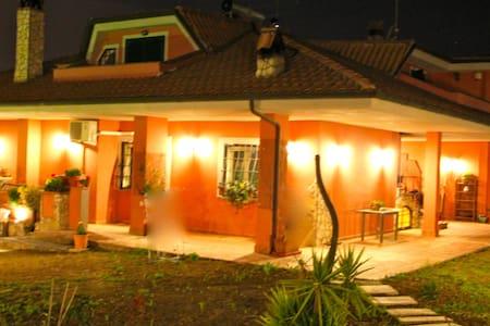 Alla Quercia B&B  - ORANGE ROOM - Monterotondo