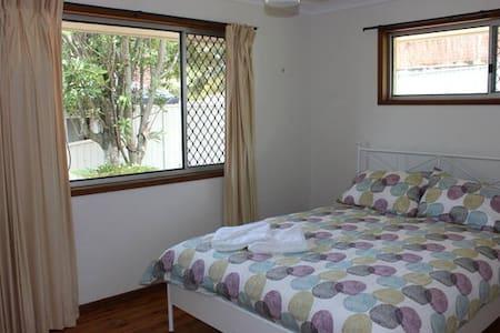 Lovely Queen Sized Bedroom in Tugun
