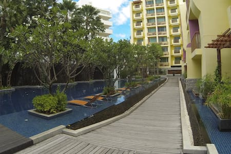 Stylish 2 bedroom, large pool, 100 meters to beach - Wohnung