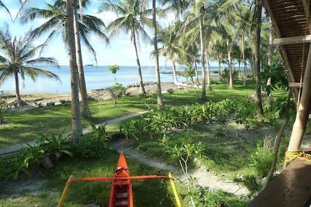Cheapest beachfront accom in Cloud9 - Baraka