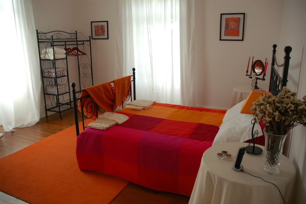 Orange Double room. (20 m2). A Place were you going to find your peace and hapiness.