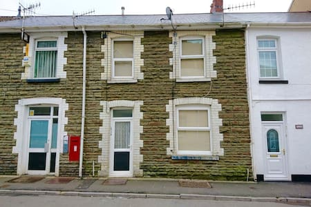 Lovely traditional house Nr M4, Port Talbot - Casa