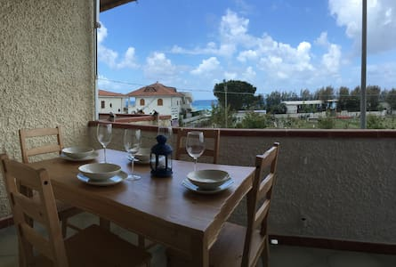 Difronte al mare per brevi vacanze - Leilighet