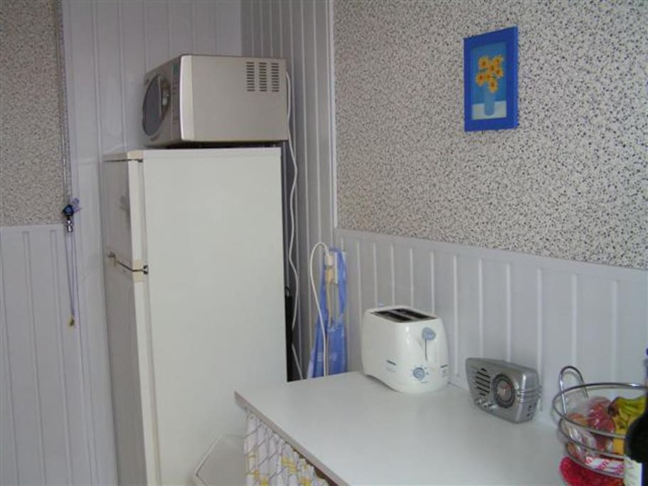 Girls cosy room,TV & free parking !