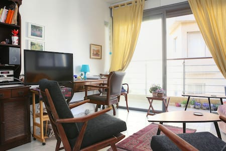 Charming 2 room (1BDR) apartment, 3 minutes from Frishman beach, located at the center of Tel Aviv, with many restaurants,Coffee shops,bars in minutes walk. Considered to be the best location in TLV.  SCOOTER/BIKES can be rented upon request.