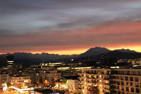 110qm flat with amazing view,train/bus 3 min away - Appartamento