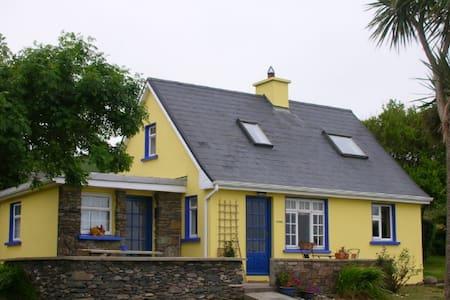 Cozy Ventry Cottage - Dingle