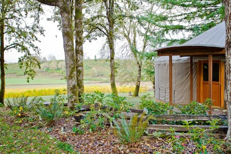 Yurt Glamping on Historic Vineyard - Jurta