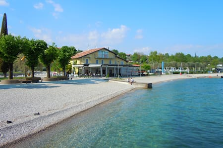 """I papaveri"", bilocale fronte lago - Moniga del Garda"