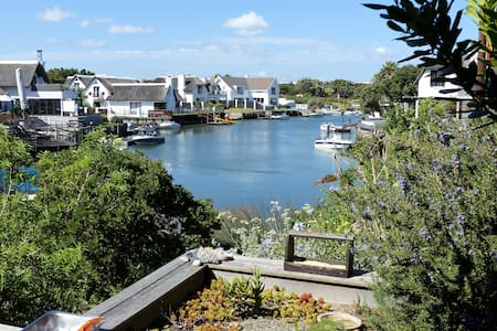Beautiful Cottage in a Canal House - Saint Francis Bay - Bed & Breakfast