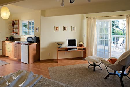 Room type: Entire home/apt Bed type: Real Bed Property type: Bed & Breakfast Accommodates: 2 Bedrooms: 0 Bathrooms: 1