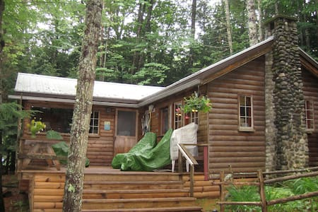 Rustic Family Cabin on China Lake - Kabin