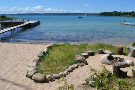 Michigan Cottage with a Sandy Beach - Northport