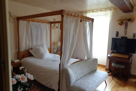 Chambre maison dans la campagne Cognaçaise - Segonzac