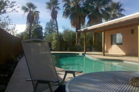 Mountain View, Desert Retreat - House