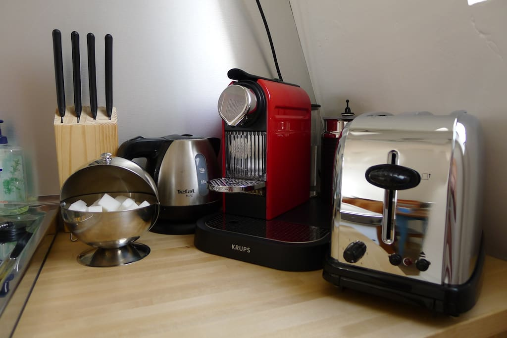 Boiler, expresso machine, toaster: the perfect breakfast set!