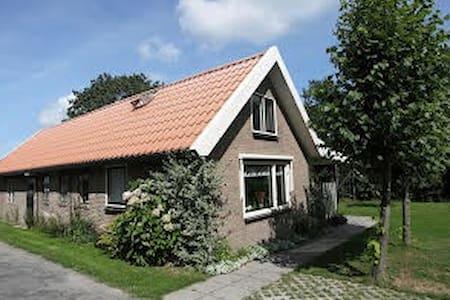 Riant vakantiehuis op boerenerf - Sondel - Huis