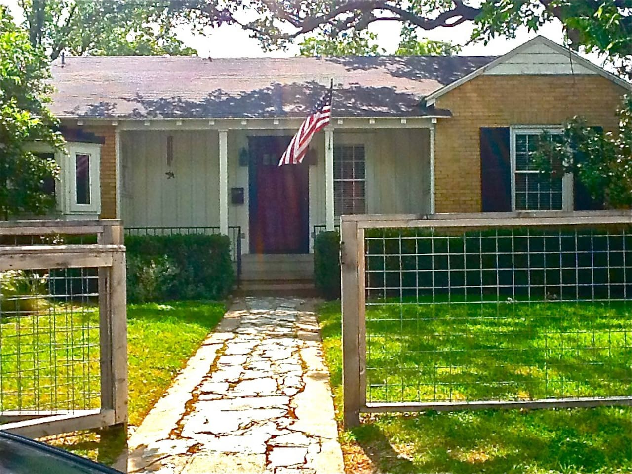 Charming Cottage Home in ATX!!!