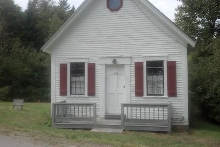Historic Schoolhouse Cabin - Whiting