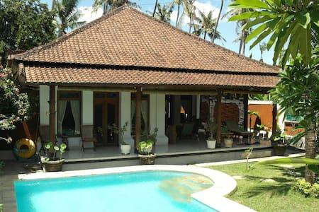 Luxe villa met zwembad en staff  - Dom
