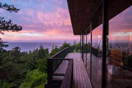 House with ocean view and hot tub - Ház